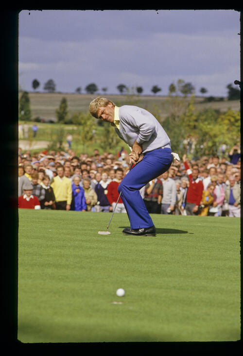 Hal Sutton narrowly missing a putt during the 1985 Ryder Cup