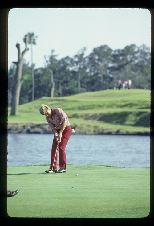 Hal Sutton putting on his way to winning the 1983 TPC