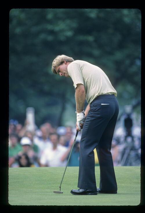 Hal Sutton putting during the 1983 US Open