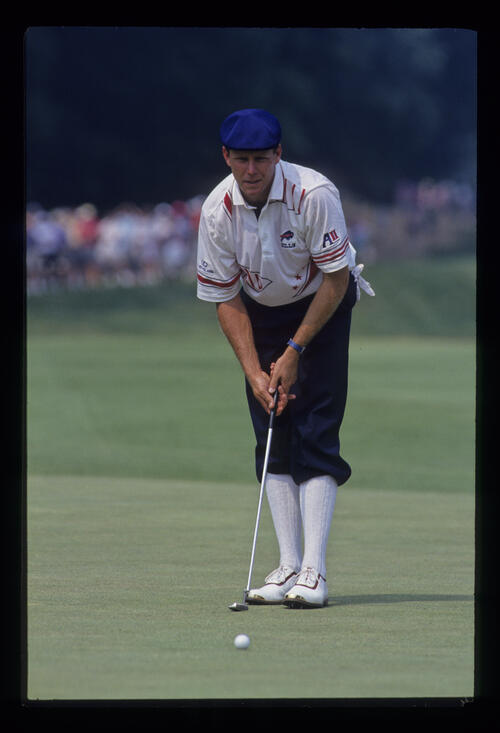 Payne Stewart standing behind a putt green during the 1993 US Open