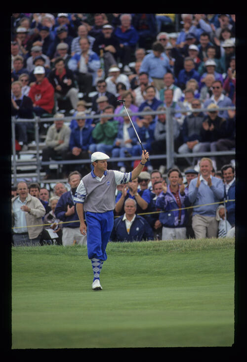 Payne Stewart raising his putter to the crowd after a successful putt during the 1993 Open Championship.