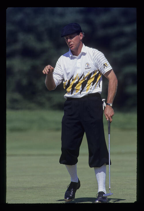 Payne Stewart motioning to his ball having putted during the 1993 US Open