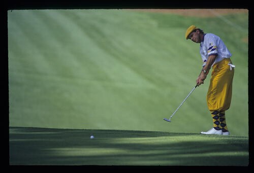 Payne Stewart sending a long putt on its way during the 1993 Masters