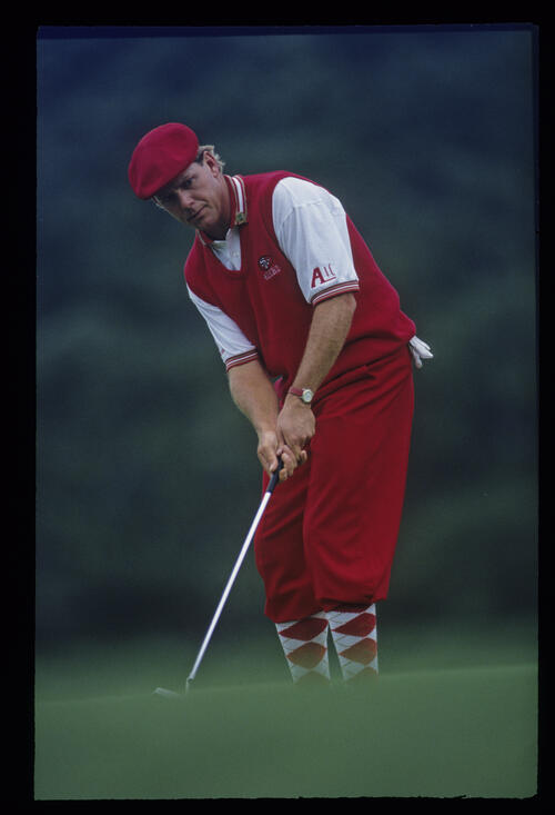 Payne Stewart putting from the fringe during the 1993 Masters