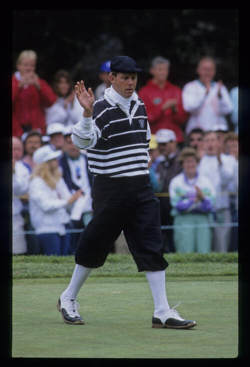 Payne Stewart acknowledging the crowd during the 1992 US Open