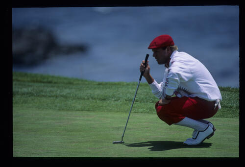 Payne Stewart lining up a putt during the 1992 US Open