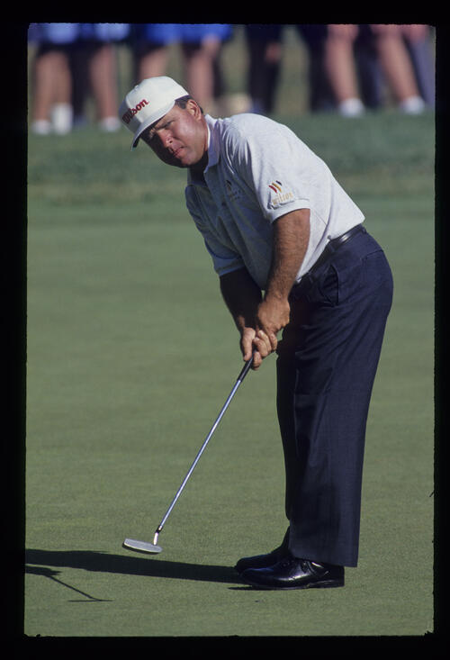 Mark McCumber putting during the 1993 US Open