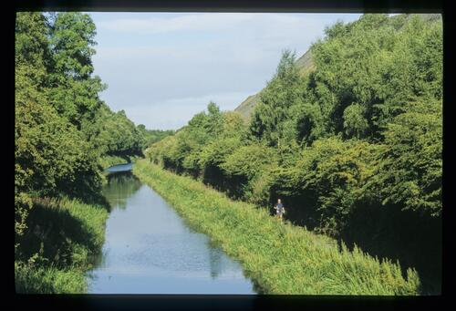 The Union Canal at Fawnspark [near Winchburgh] running between old shale 'mountains'.