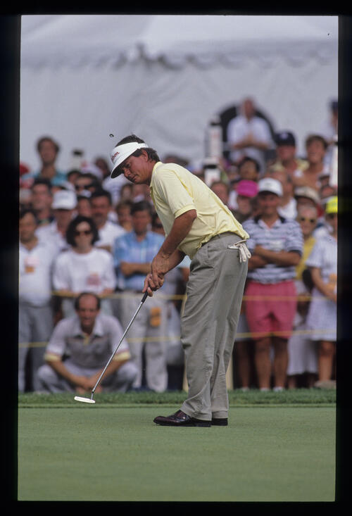 Mike Donald putting during the 1990 US Open