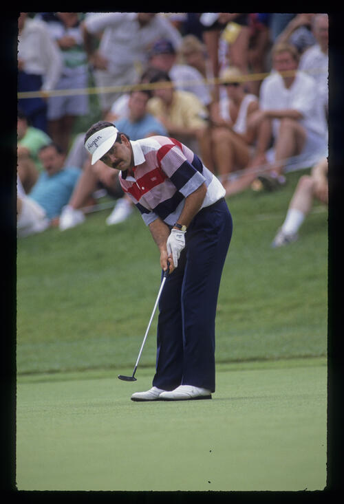 David Frost putting during the 1990 US Open