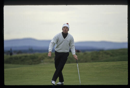 David Gilford cutting some shapes on the green during the final of the 1992 Dunhill Cup