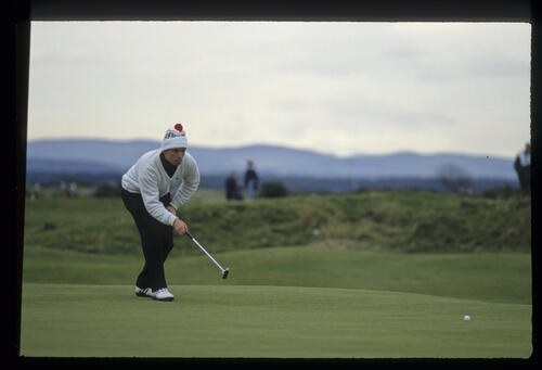 David Gilford lining up a putt during the final of the 1992 Dunhill Cup