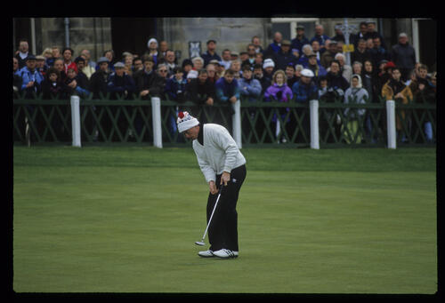 David Gilford putting on the 18th green during the final of the 1992 Dunhill Cup