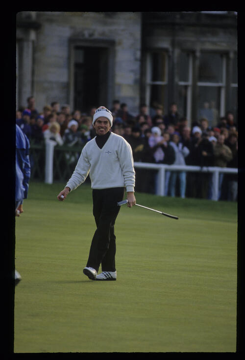 David Gilford smiling on the 18th green during the final of the 1992 Dunhill Cup
