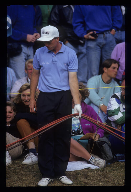 David Gilford preparing to putt from among the crowd during the 1991 Open Championship