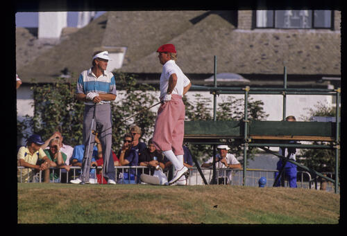 Wayne Grady and Payne Stewart talking on the tee during the 1989 Open Championship
