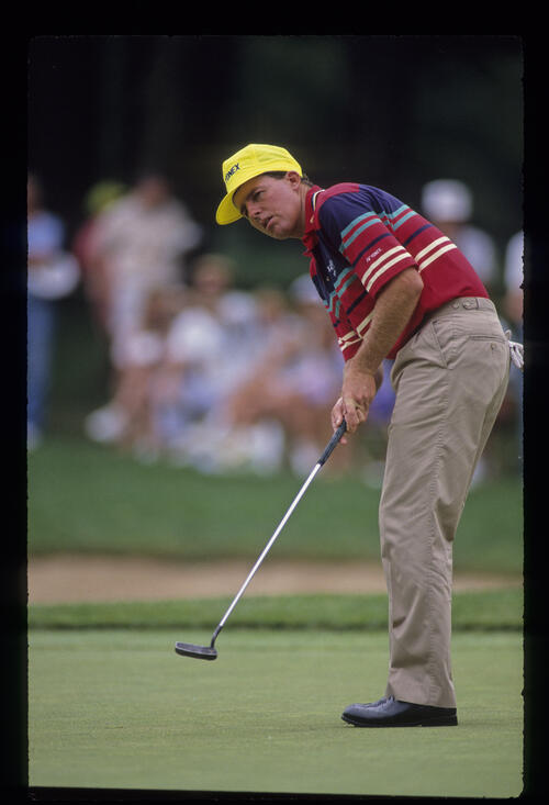 Scott Hoch putting during the 1990 US Open