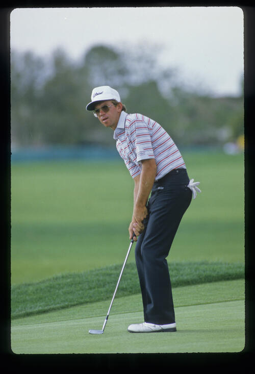 Mike Hulbert putting during the 1990 US Open
