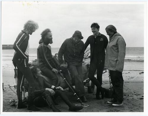 Group on beach during summer course in Marine Archaeology