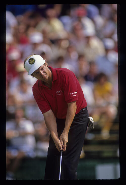 Wayne Levi putting during the 1990 US Open