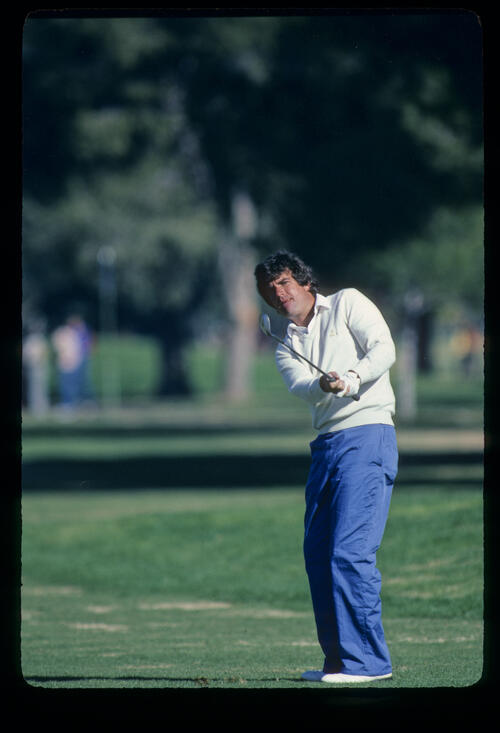 Bruce Lietzke pitching to the green during the 1982 Phoenix Open