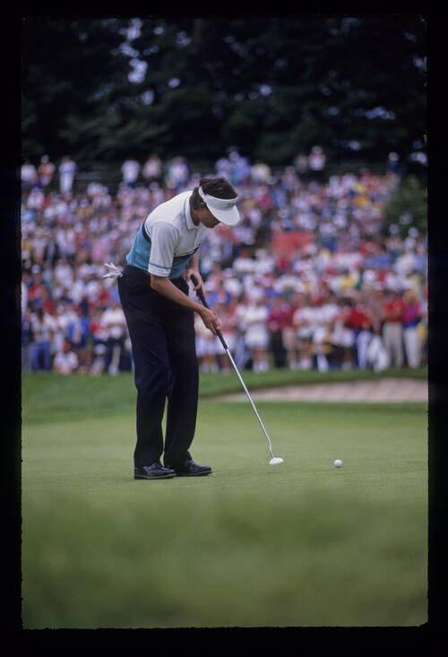 Mark Lye putting during the 1989 US Open