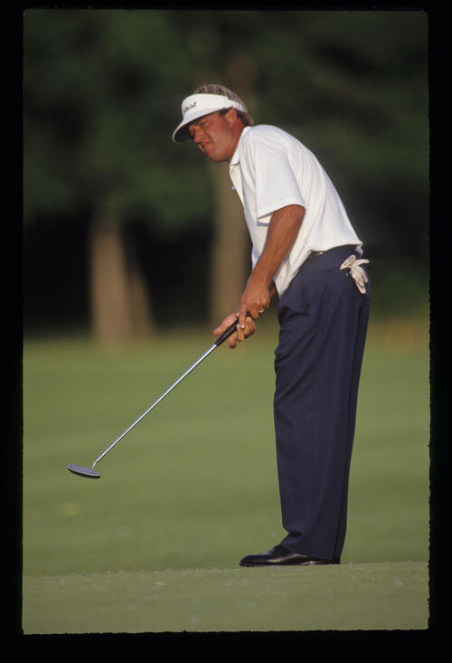 Andrew Magee putting during the 1991 US Open