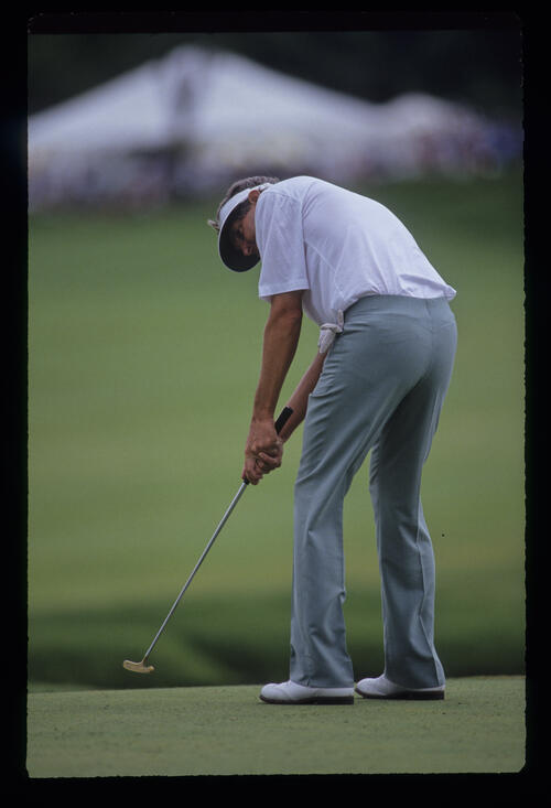 Andy North putting during the 1991 US Open