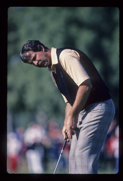 Tom Purtzer putting on his way to winning the 1984 Phoenix Open