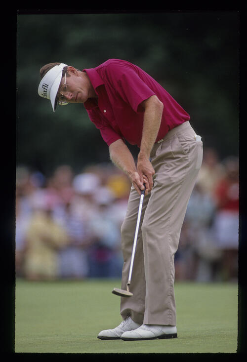 Mike Reid putting during the 1990 US Open