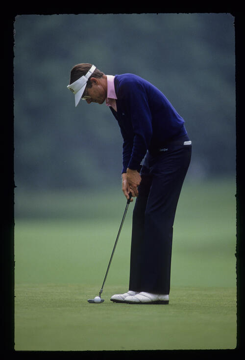 Mike Reid putting during the 1989 US Open
