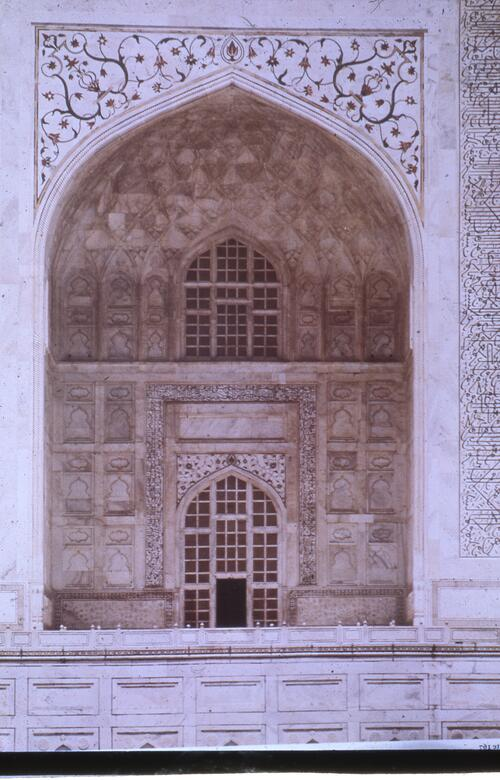 Main entrance of the shrine of the Taj Mahal