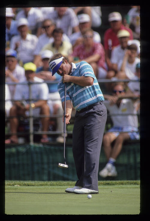 Peter Senior putting during the 1990 US Open