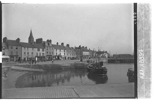 Anstruther quayside form west.