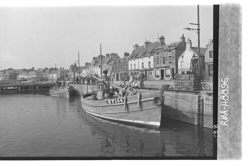 Anstruther quayside from east.