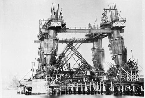 Queensferry vertical Columns - shewing girders and platforms after first and second lifts [Forth Bridge].