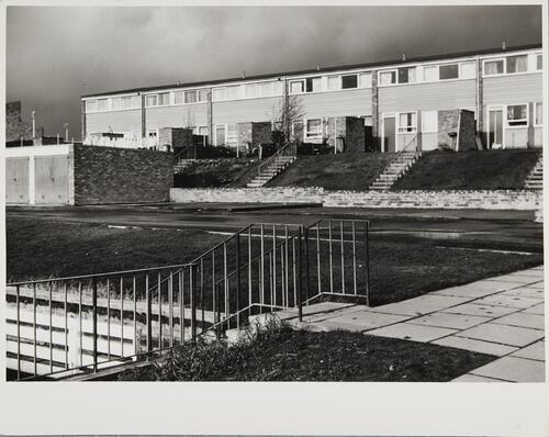 [East Kilbride - Westwood IX, housing with small front lawns]