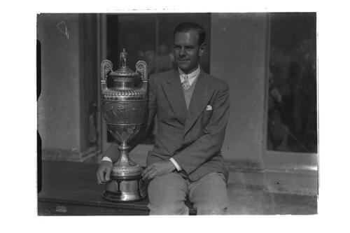 Hector Thomson and the Amateur Golf Trophy, outside the R&A, St Andrews.