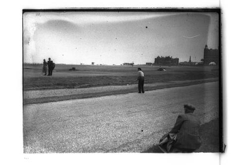N Von Nida chips from the road behind the 17th, Road Hole, the Old Course, St Andrews.