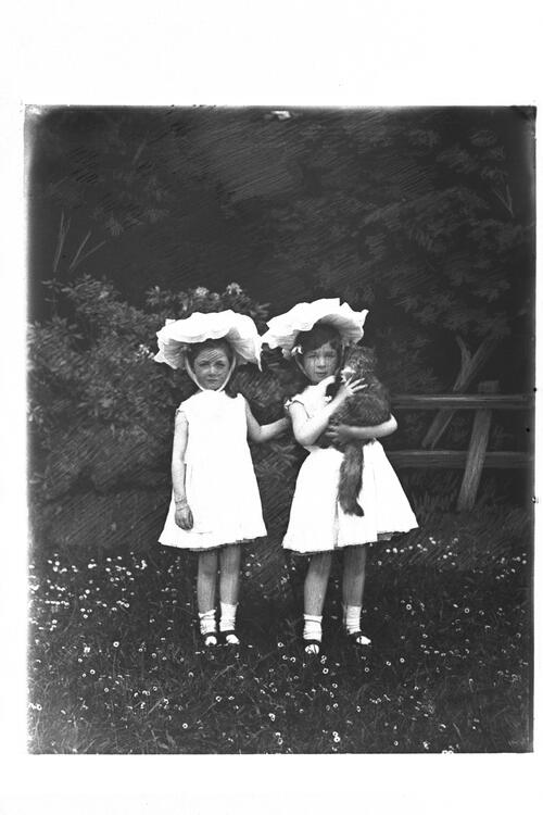 Two small Crabbe girls, Duncow [House].