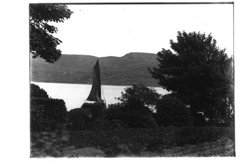 Chalet and yacht [Tighnabruaich].