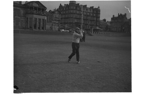 Dr Hilgard Muller on the 1st Tee, The Old Course, St Andrews.