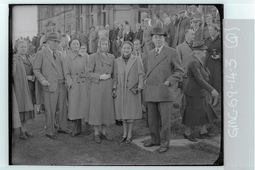 The crowds at the first Tee of the Old Course await the arrival of the captain-elect Francis Ouimet for the playing in ceremony, St Andrews.